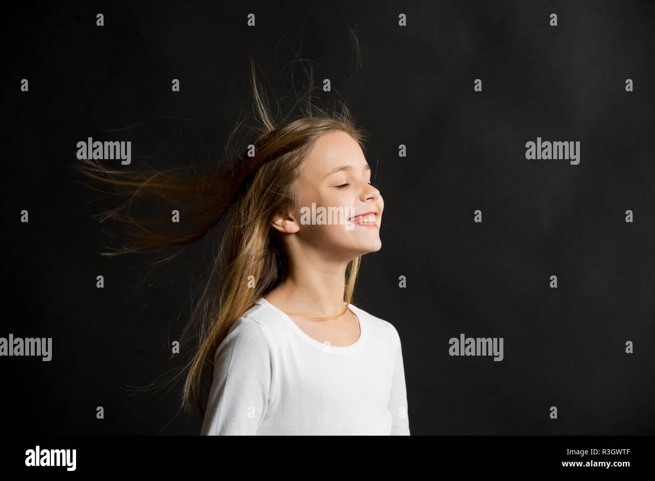 Natürlich Schönes Haar Mädchen Junge Lange Haare Fliegen In Die