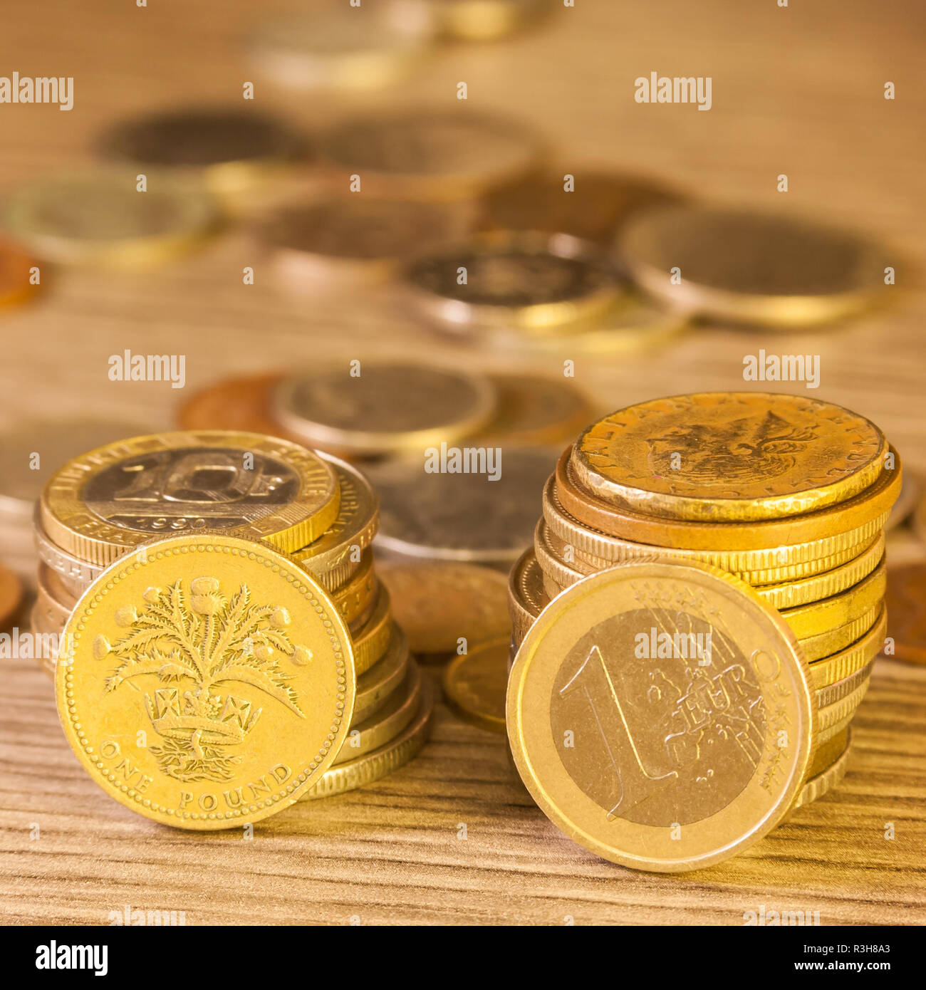 Old Pound Coins Stacked Stockfotos Old Pound Coins Stacked Bilder