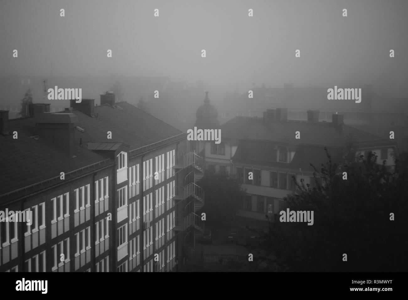 Nebel in der Stadt Stockbild