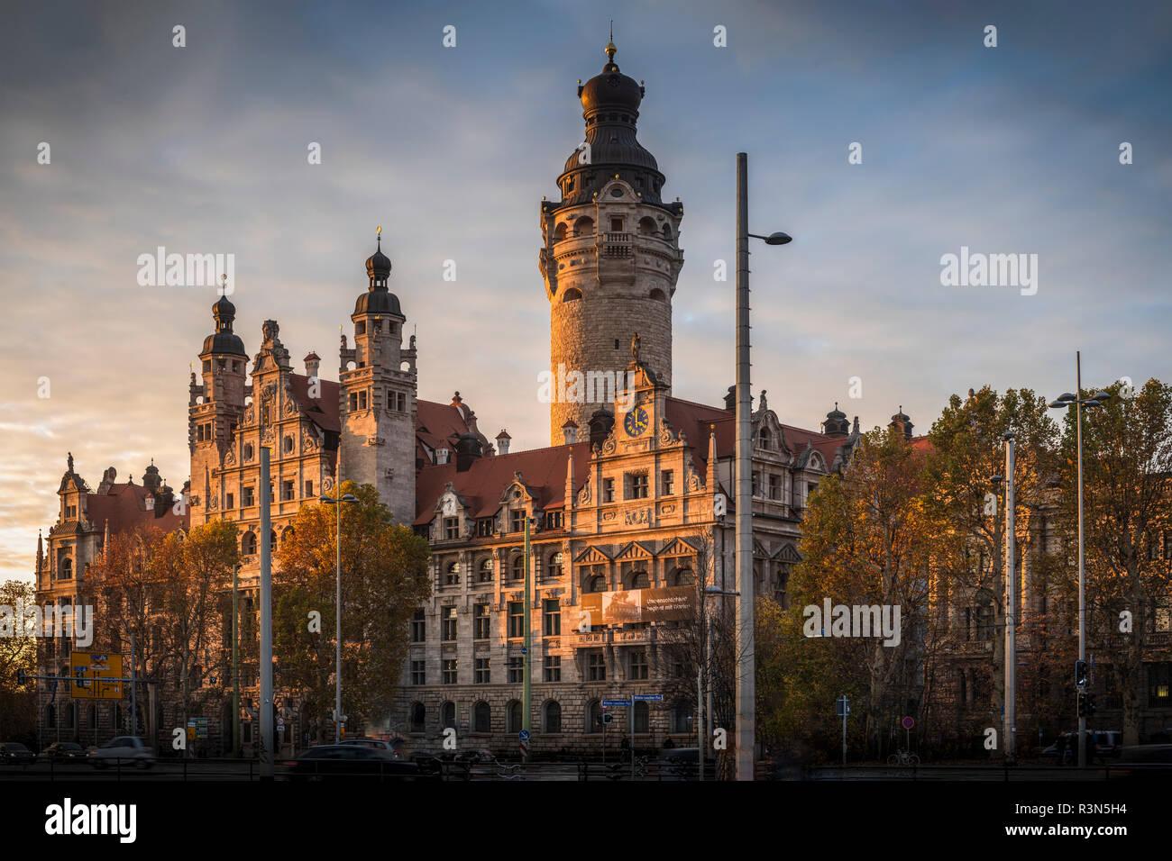 Neues Rathaus Leipzig im Sonnenlicht ein Einems Herbstabend Stockbild