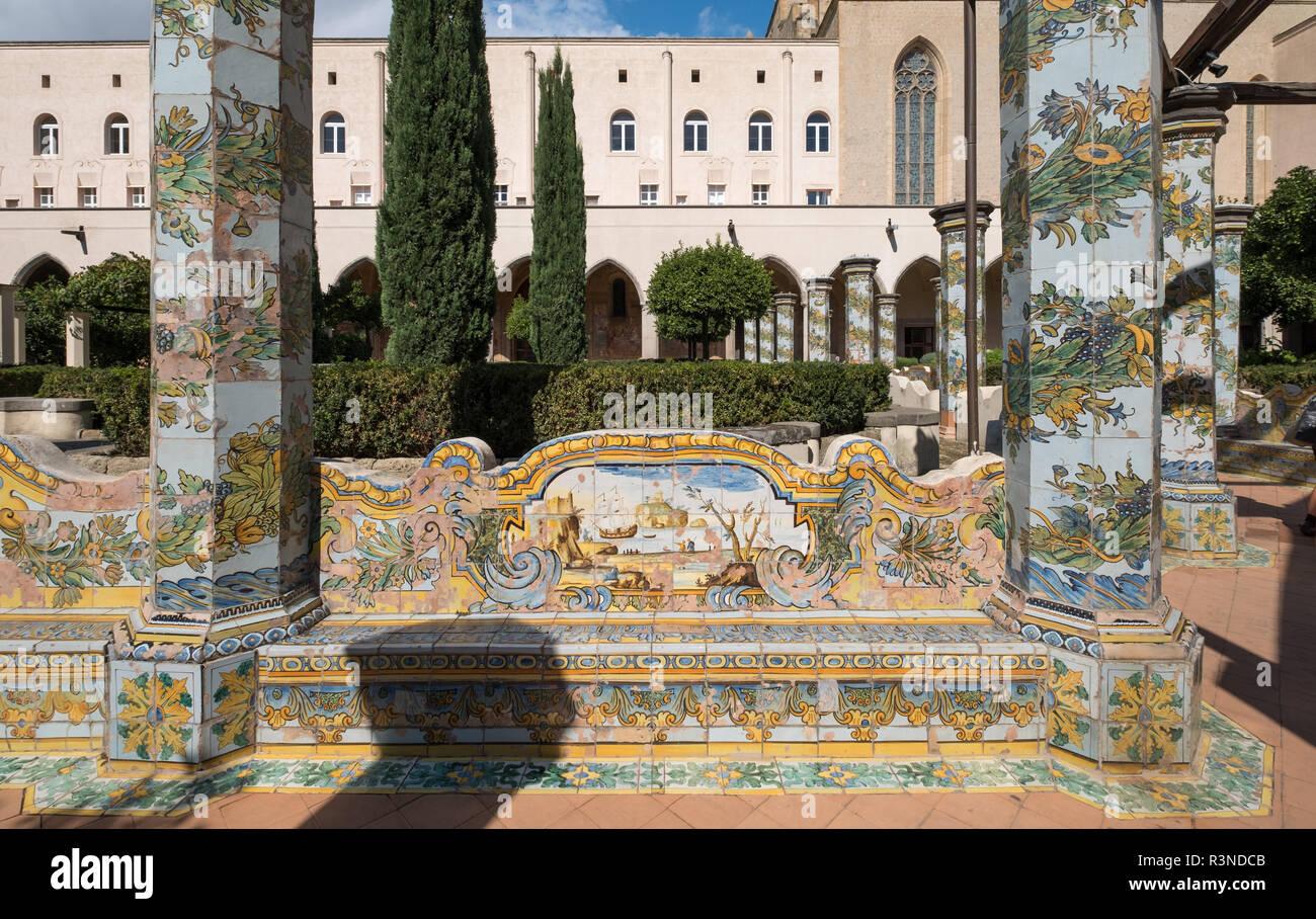 Neapel Italien. Klostergarten im Santa Chiara Kloster in der Via Santa Chiara, Neapel Italien. Stockbild