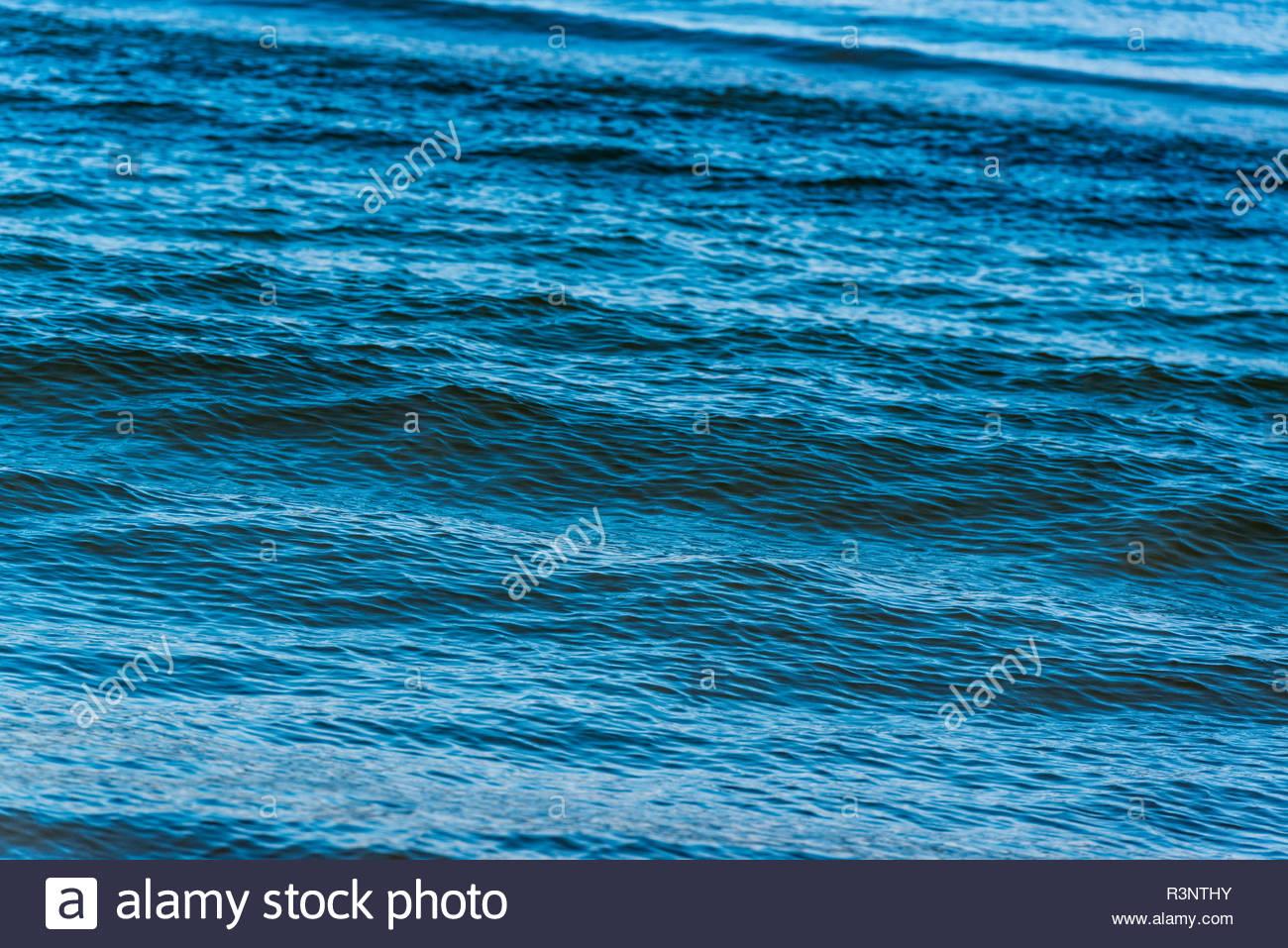 Blaue Wasseroberfläche Stockbild