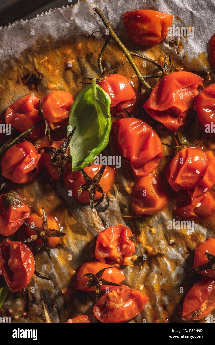 Gebratene cherry tomotoes. Mediterrane Küche Rezept Idee ...
