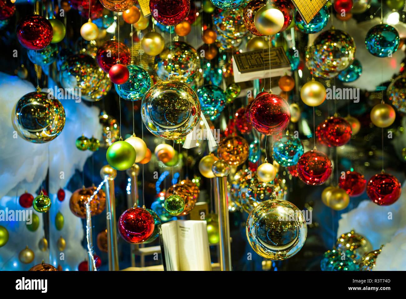 Niederlande, Amsterdam. Weihnachten Dekoration in der Buchhandlung ...