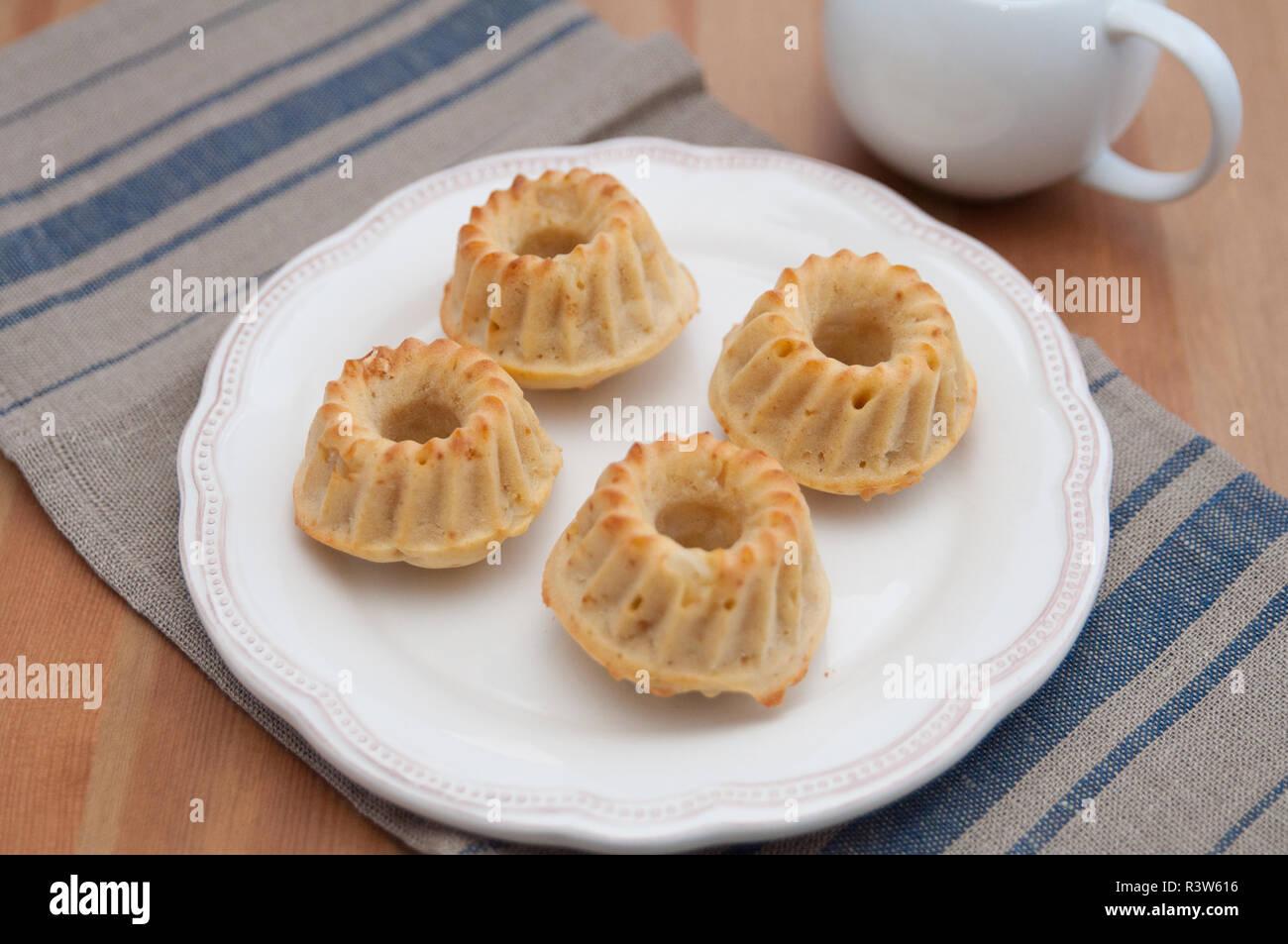 Mini Gugelhupf Kuchen Stockfoto Bild 226132290 Alamy