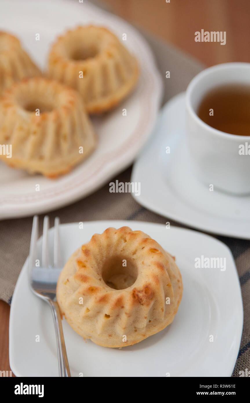 Mini Gugelhupf Kuchen Stockfoto Bild 226132298 Alamy