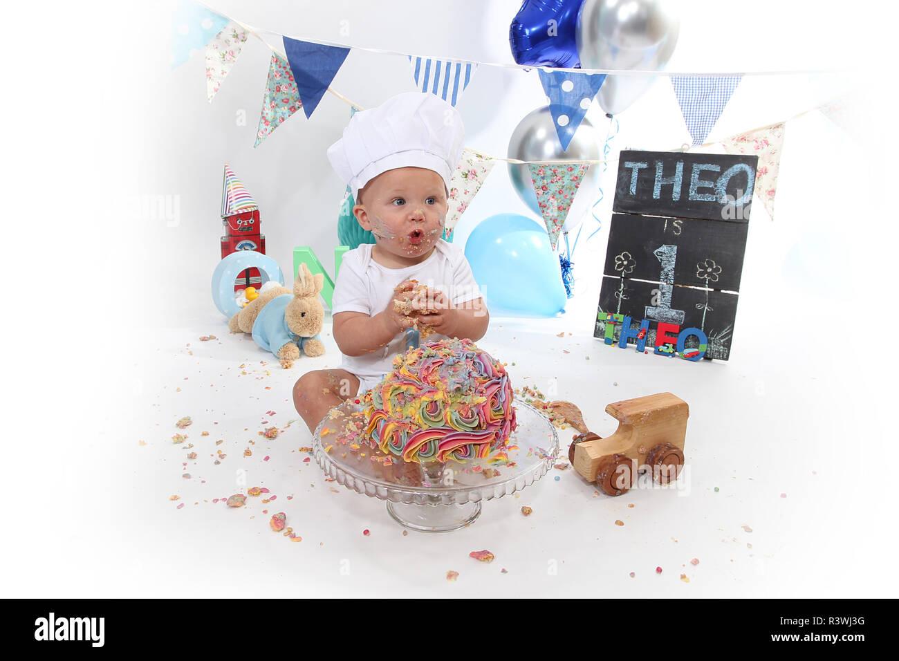 1 Jahr Altes Kleinkind Kuchen Smash Geburtstagstorte Stockfoto
