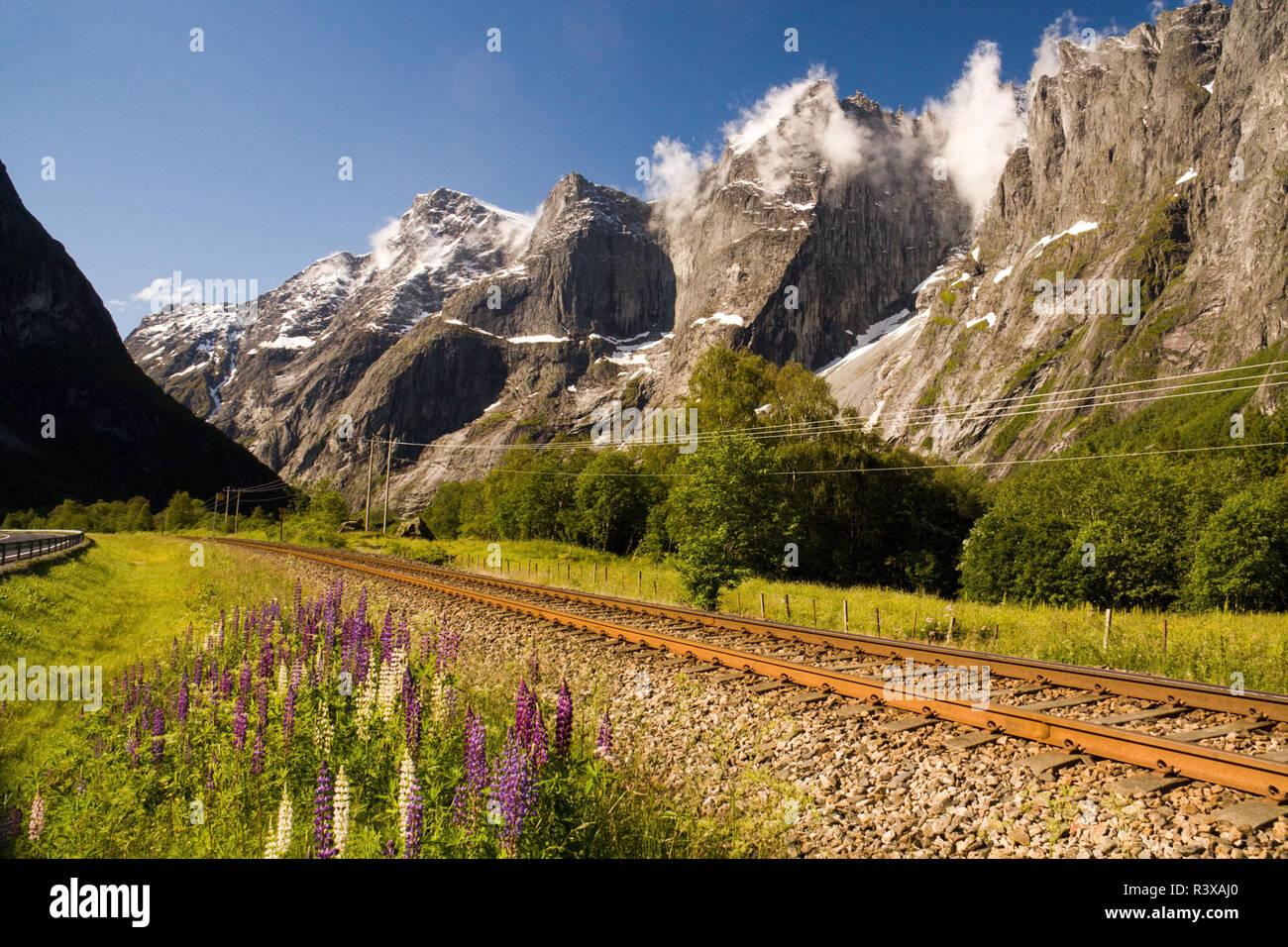 Troll Mauer Bergkette, die steilste senkrechten Felswand in Europa, Romsdal, Norwegen Stockbild