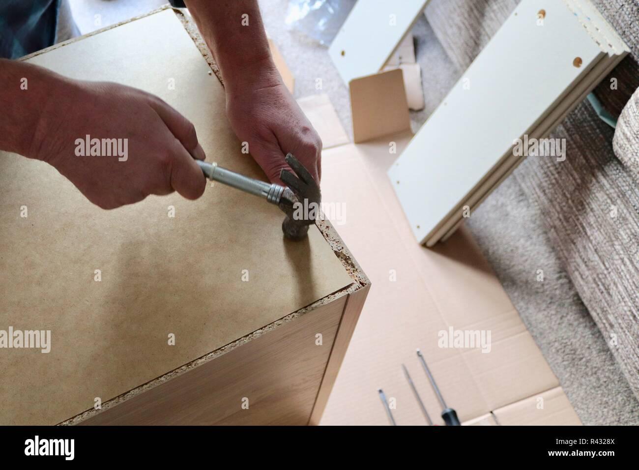 Diy Flat Pack Möbel Projekt Im Hause Hammer Schraube Und Fix