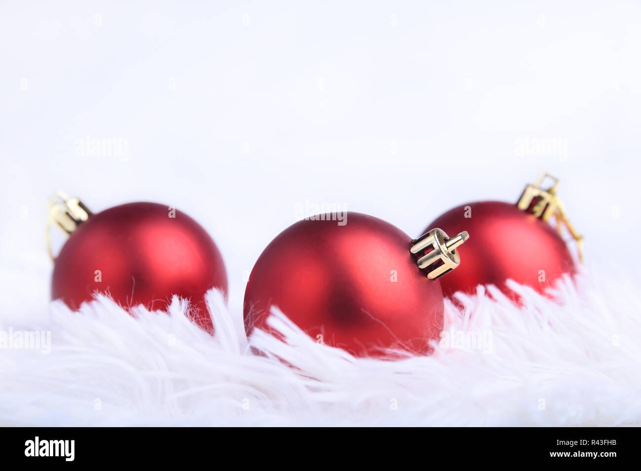 Frohe Weihnachten Band.Weihnachten Hintergrund Mit Roten Ball Und Frohe Weihnachten Band