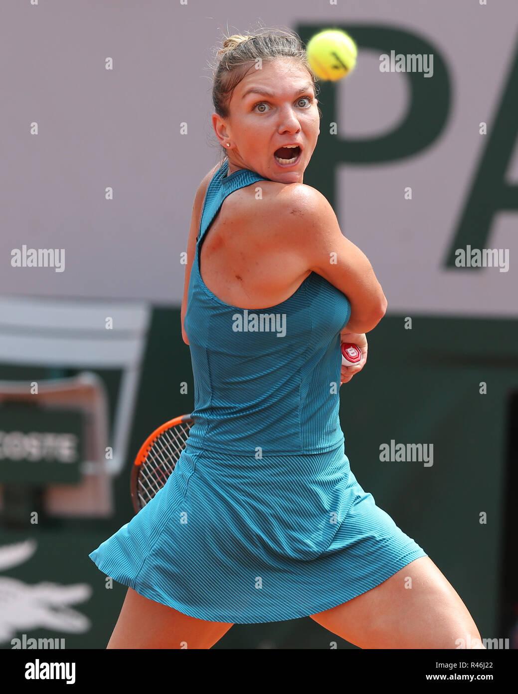 Rumänische Tennisspieler Simona Halep in Aktion bei den French Open 2018, Paris, Frankreich Stockbild