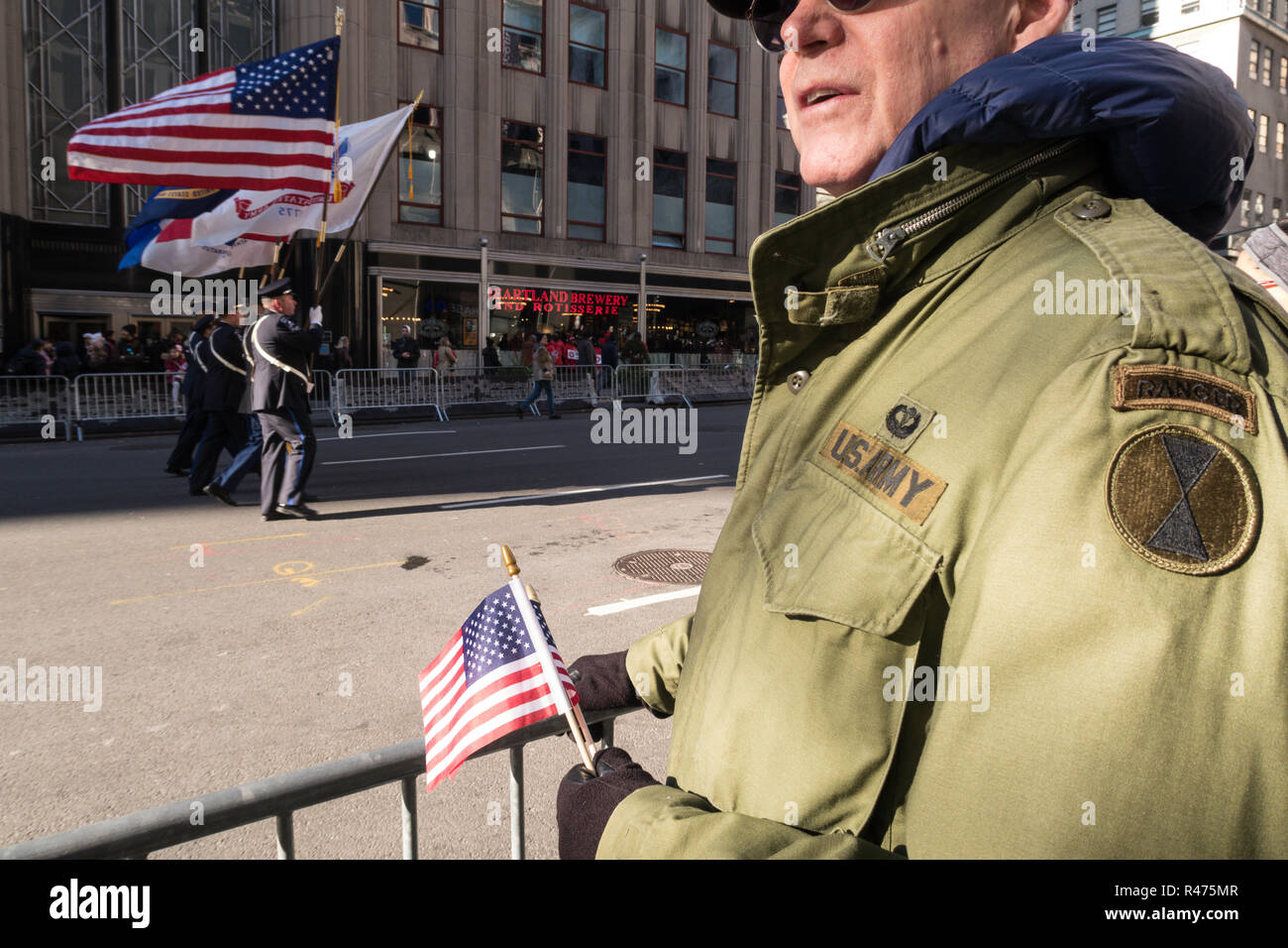 2018 Jährliche Veterans Day Parade auf der Fifth Avenue, New York, USA Stockbild