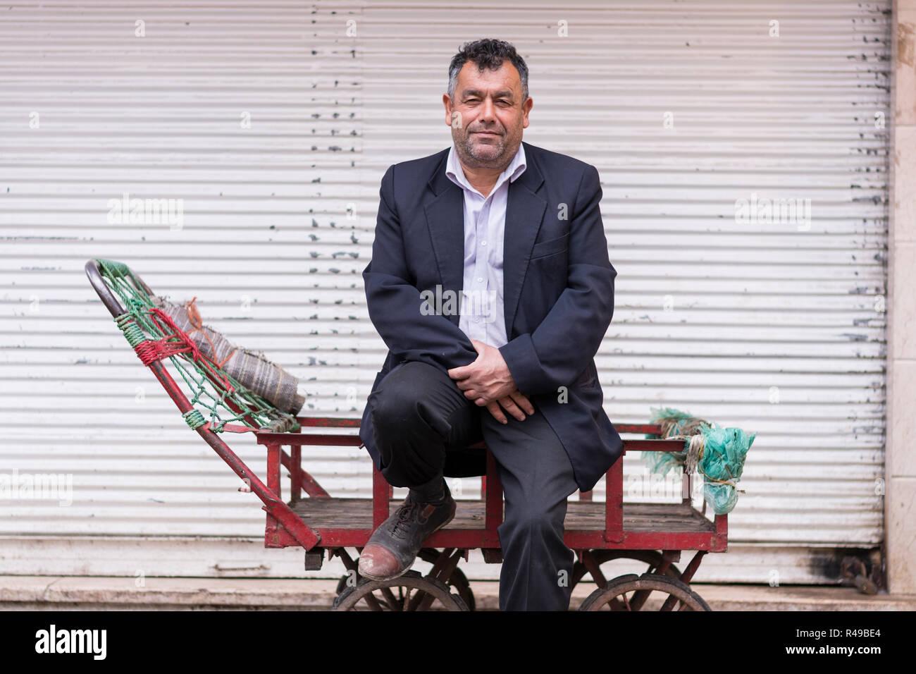 Datierung eines älteren iranischen Mannes