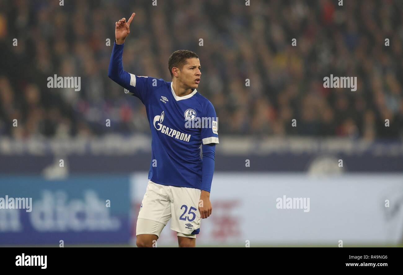 Firo: 24.11.2018 Fußball, Fußball, 1.Bundesliga, Saison 2018/2019, FC Schalke 04 - 1.FC Nürnberg 5:2 Geste, Amin HArit | Verwendung weltweit Stockbild