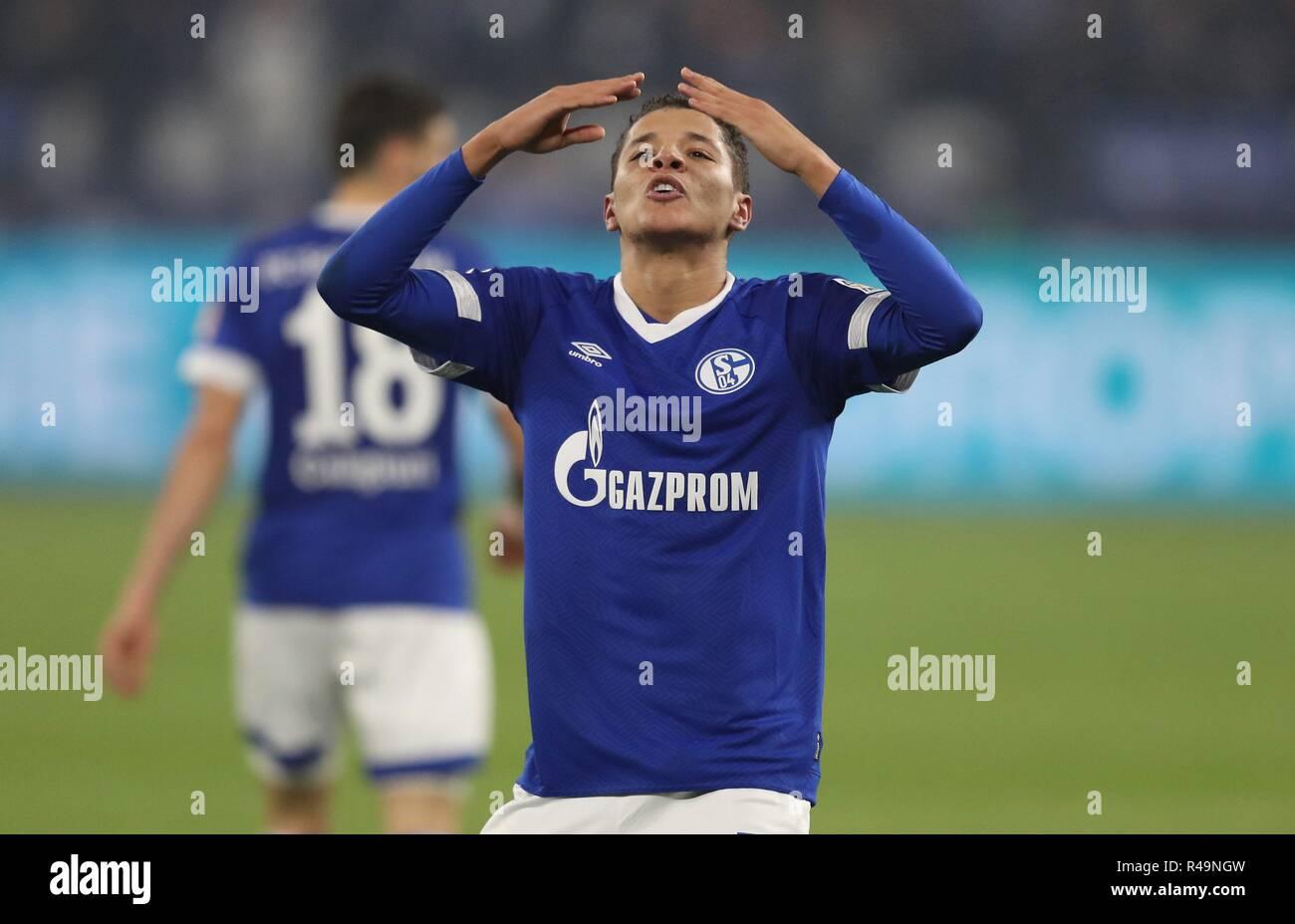 Firo: 24.11.2018 Fußball, Fußball, 1.Bundesliga, Saison 2018/2019, FC Schalke 04 - 1.FC Nürnberg 5:2 Geste, Amin Harit, Jubel | Verwendung weltweit Stockbild