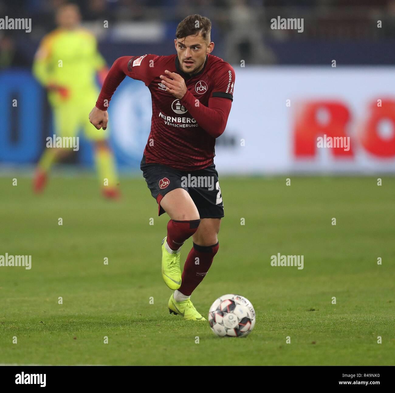 Firo: 24.11.2018 Fußball, Fußball, 1.Bundesliga, Saison 2018/2019, FC Schalke 04 - 1.FC Nürnberg 5:2 Single Action, Tim Leibold | Verwendung weltweit Stockbild