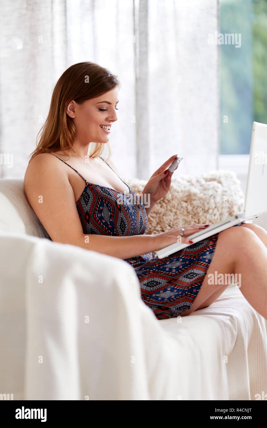 Frau online-shopping Stockbild