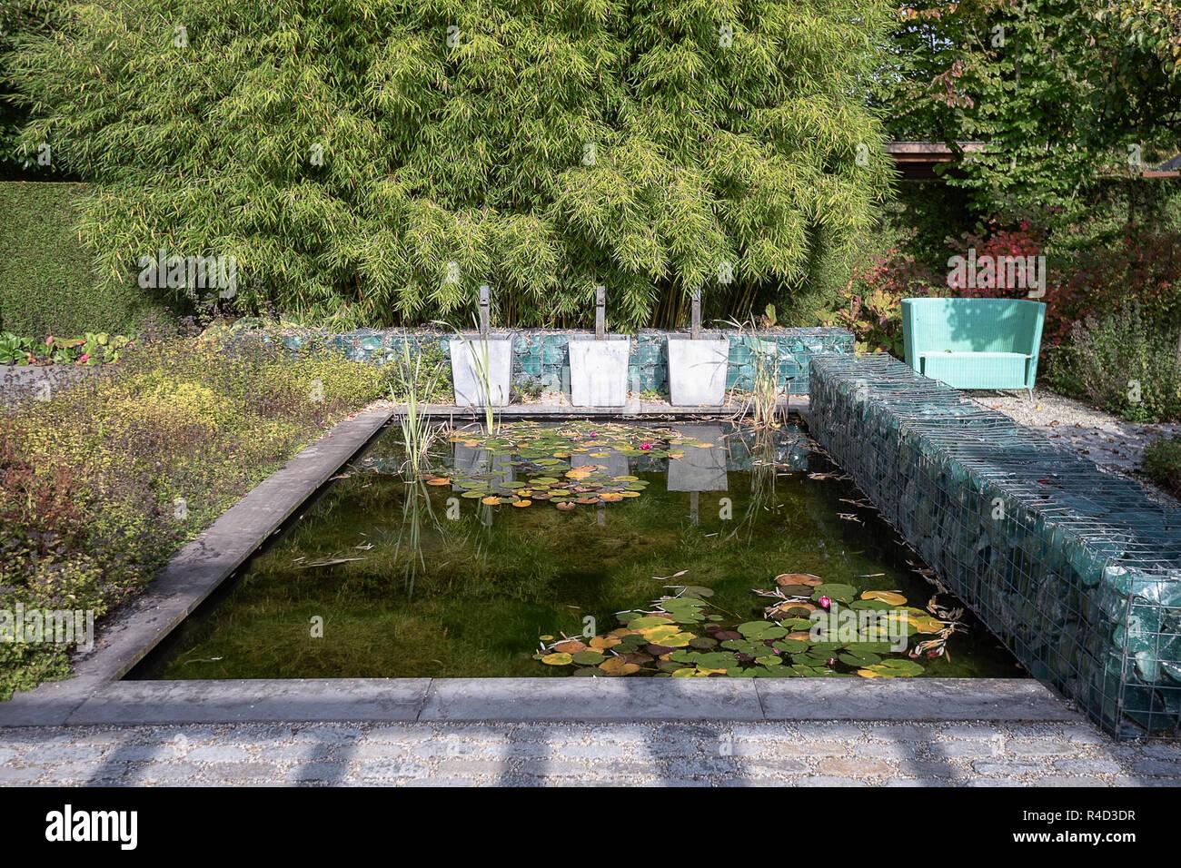 Gartenelement stockfotos gartenelement bilder alamy - Wand aus glasbausteinen ...
