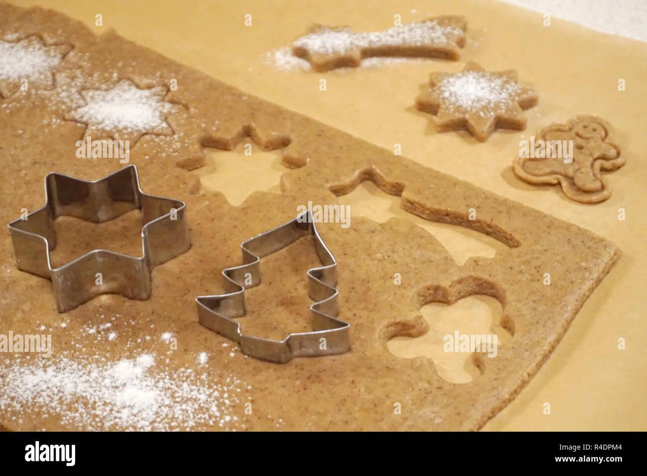 Formen Fur Kuchen Backen Auf Lebkuchen Teig Weihnachten