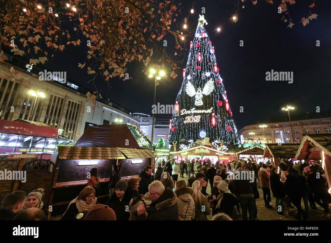 Tannenbaum Kaufen Dortmund.Der Größte Weihnachtsbaum Auf Dem Weihnachtsmarkt In Dortmund