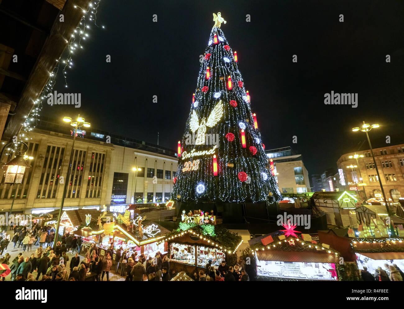 Größter Tannenbaum Deutschlands.Der Größte Weihnachtsbaum Auf Dem Weihnachtsmarkt In Dortmund