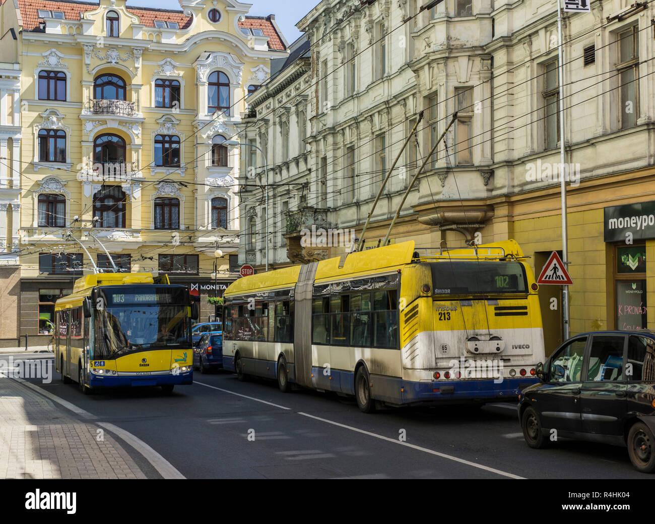 Kurort Teplice, Oberleitungsbus im Zentrum der Stadt, in der oberleitungsbus im Stadtzentrum Stockbild