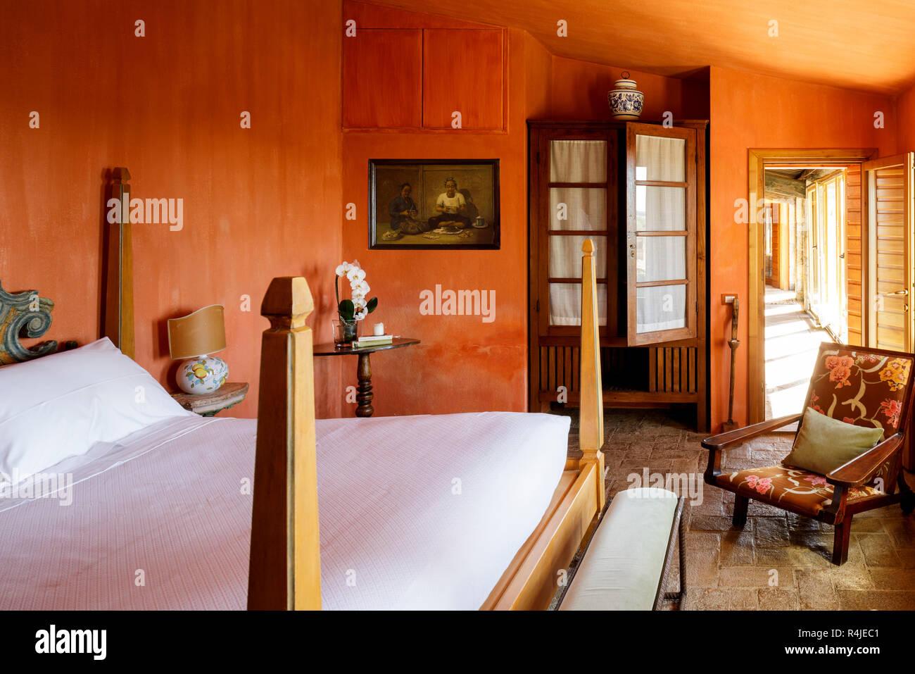 Schlafzimmer im Castello Di Vicarella, Maremma, Toskana, Italien ...