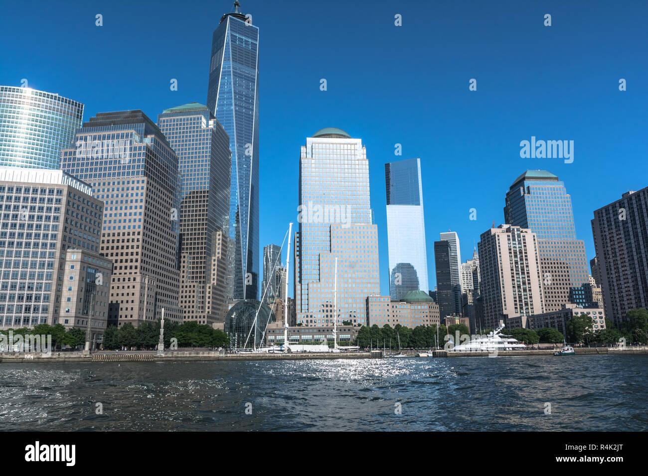 Blick auf die Wolkenkratzer von Tribeca vom Hudson River, Manhattan, NYC Stockbild
