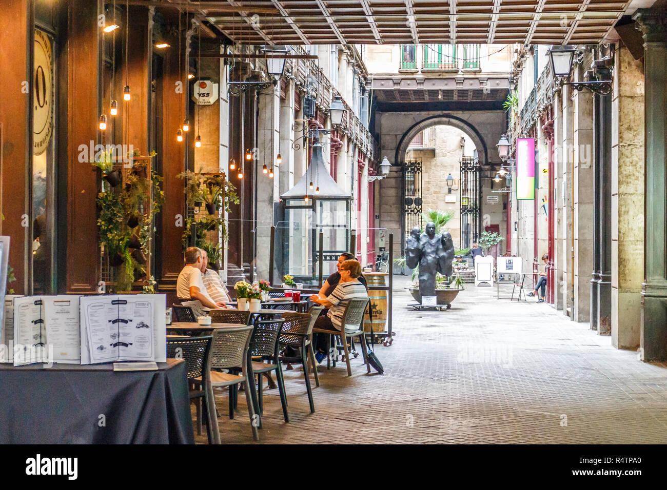 Barcelona Spanien 4 Oktober 2017 Leute Trinkt Kaffee In Einem
