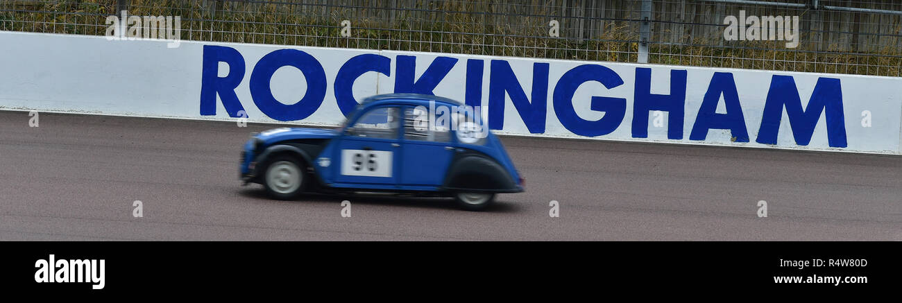Chris Hall, Citroen 2CV, Saloons Rennen, Rockingham Super Send-Off, Rockingham Motorsport Speedway, Samstag, 25 November, 2018, Autosport, Autos, Engl Stockbild