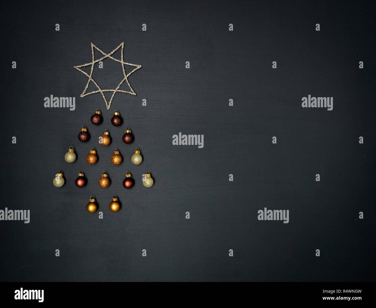 Artikel Von Weihnachten.Weihnachtsbaum Geformt Aus Verschiedenen Weihnachten Deko Artikel