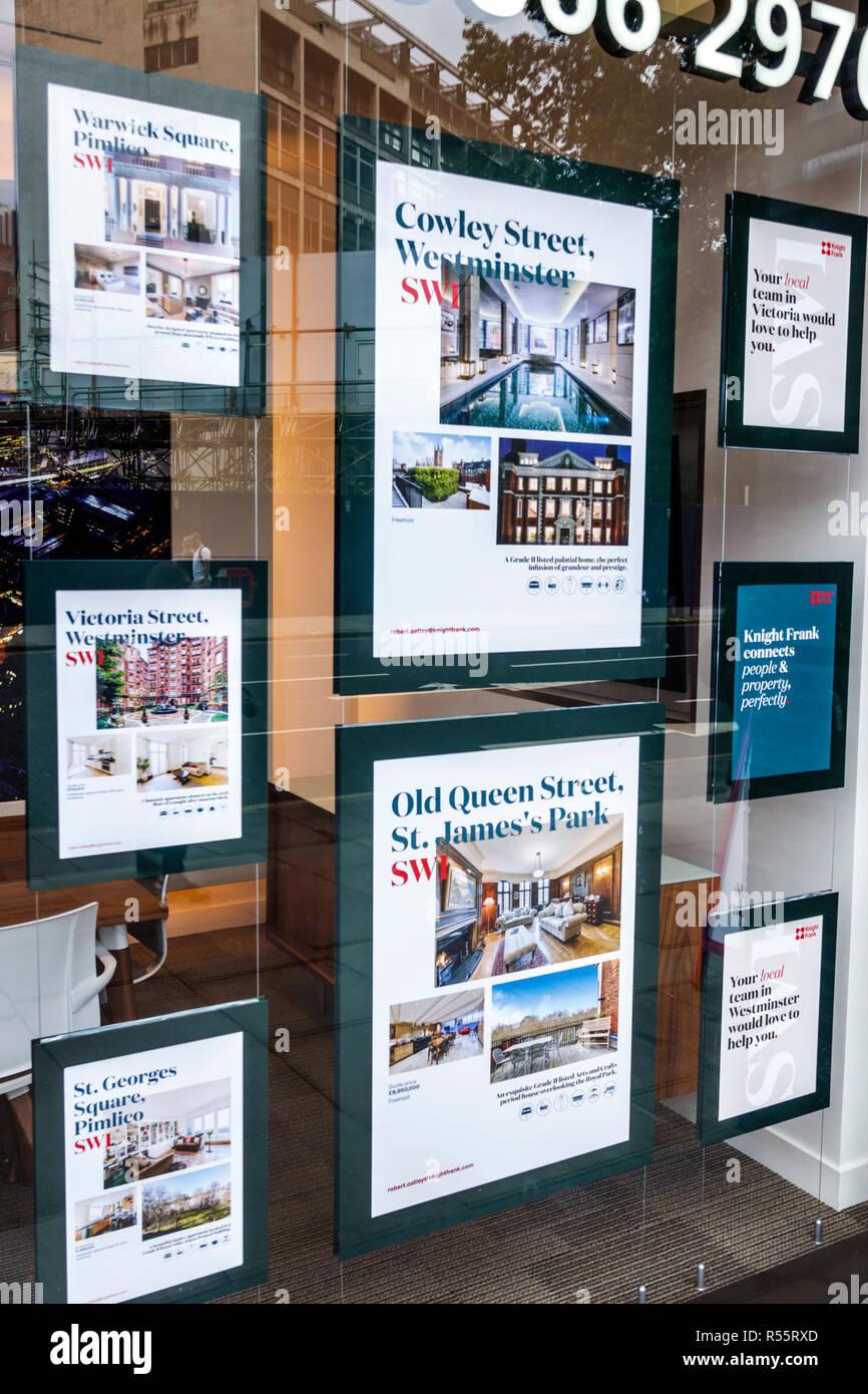Vereinigtes Königreich Großbritannien England London Westminster Knight Frank real estate Sales Office realtor Außen aufgeführten Eigenschaften wohnungen Anzeige Stockbild