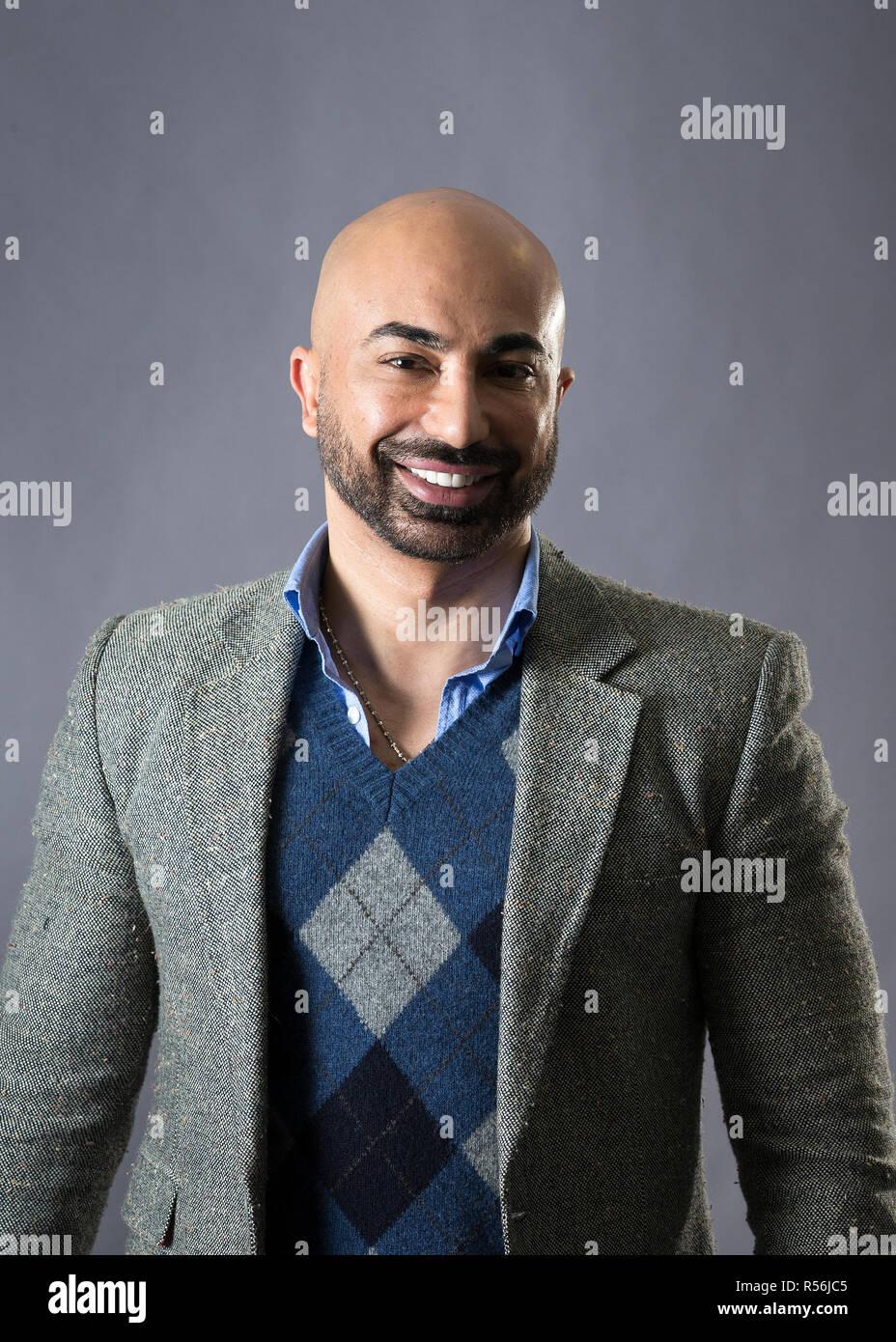 Hassan Sheheryar Yasin, einfach als H S Y genannt, ist ein Pakistani Fashion Designer. Er war Salutatorian der Pakistan School of Fashion Design. Stockbild