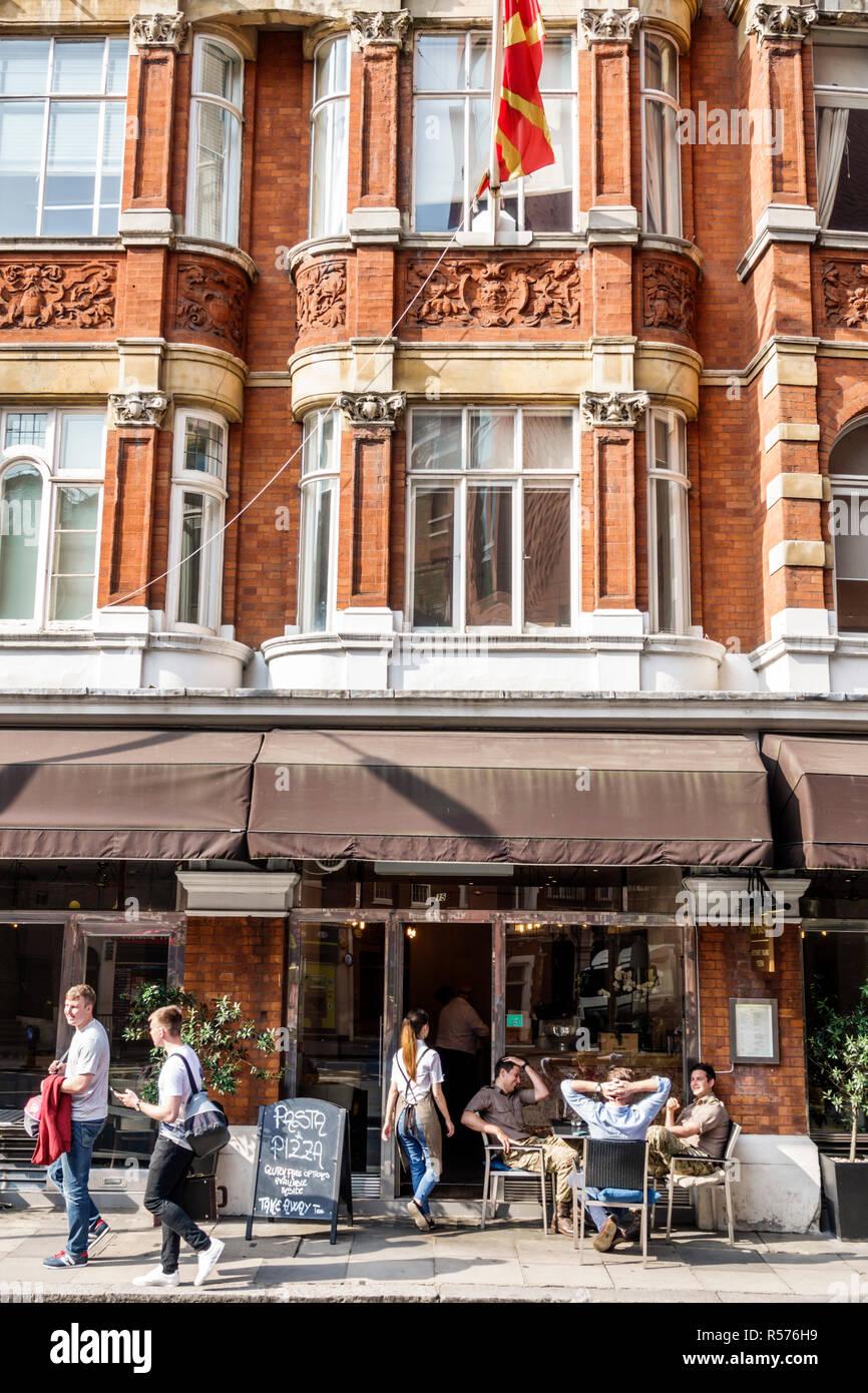 Vereinigtes Königreich Großbritannien England London Westminster Buckingham Hof äußere gemischt genutzte Gebäude Bon Gusto Restaurant italienische Küche alfr Stockbild