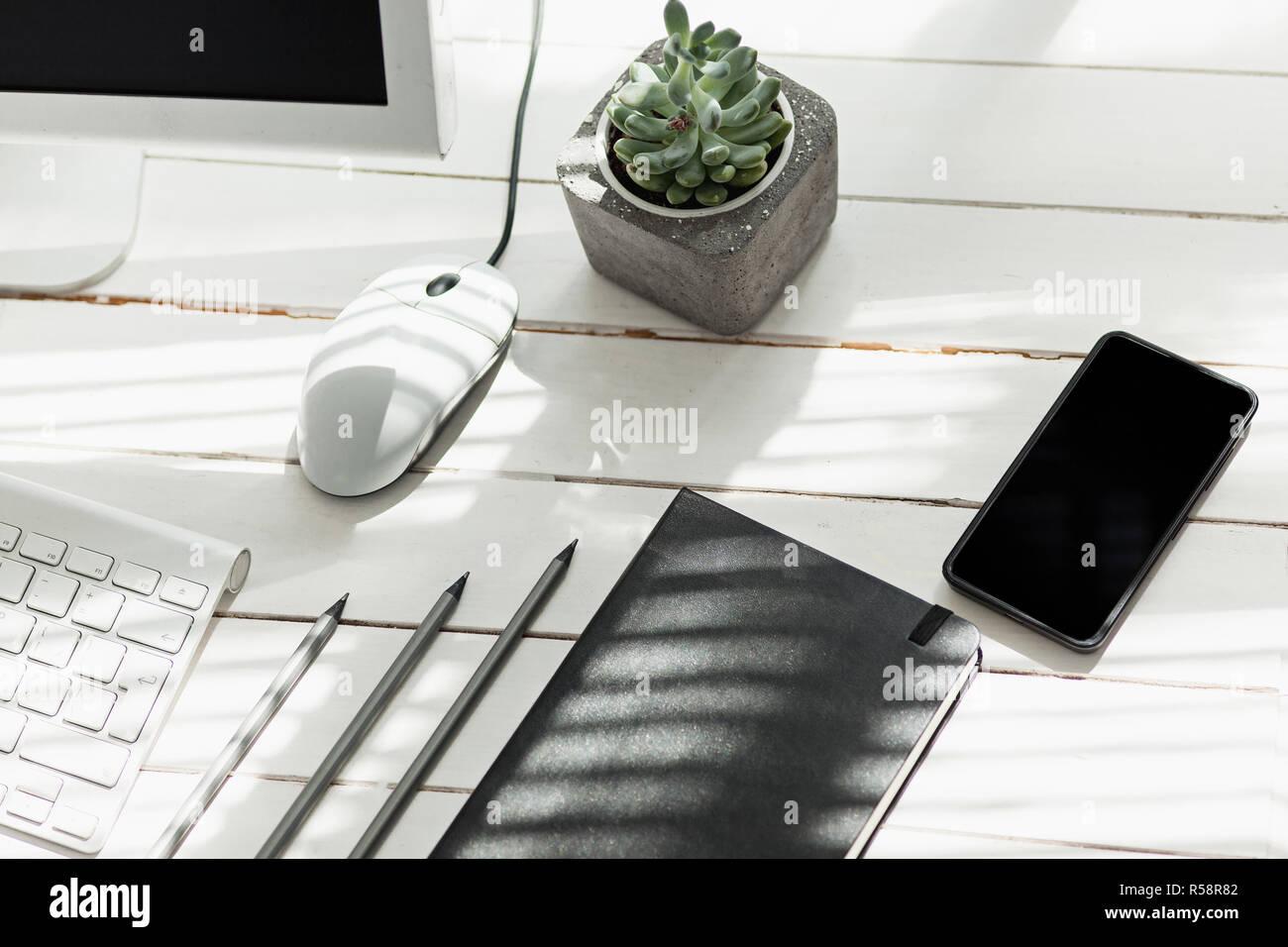 B rotisch schreibtisch mit telefon computer und zubeh r for Schreibtisch mit pc