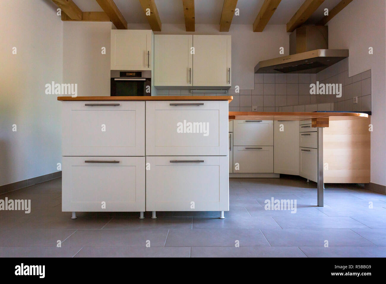Ein vintage Küche mit diesen Möbeln in einer Wohnung Stockfoto, Bild ...
