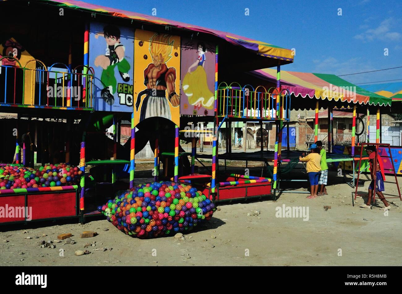 Freizeitpark in PUERTO PIZARRO. Abteilung von Tumbes. Peru Stockbild