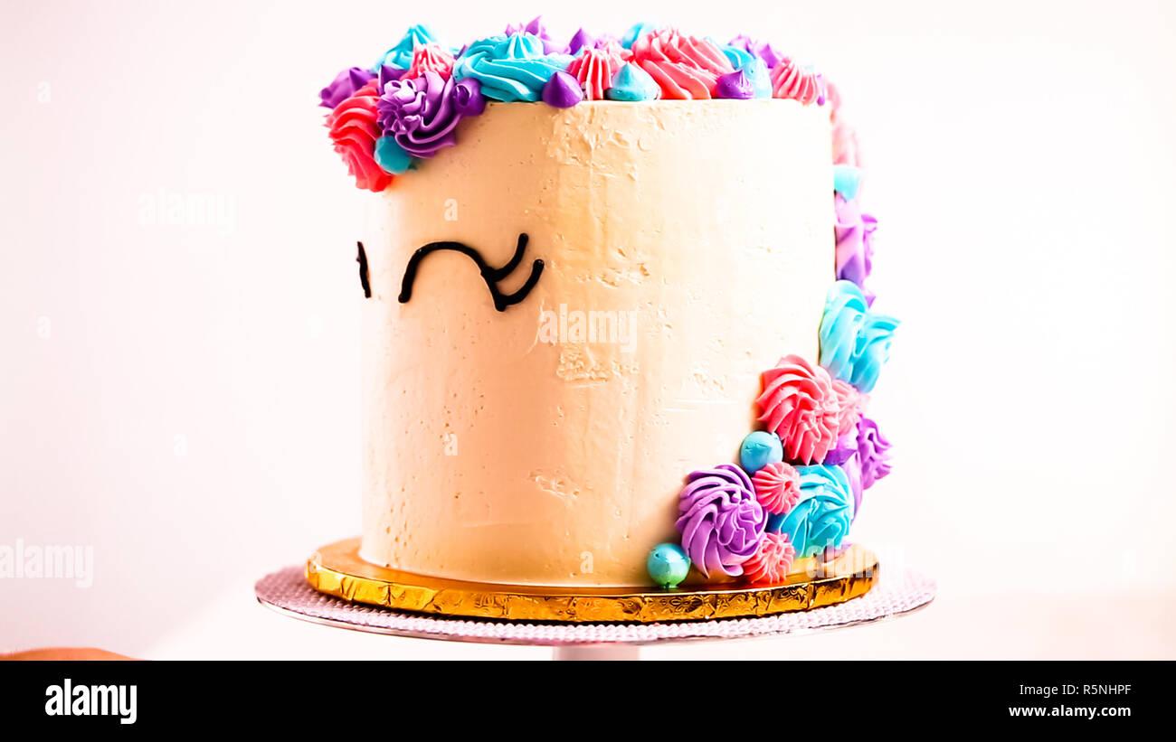 Baker Dekorieren Ein Einhorn Kuchen Fur Kleine Madchen Geburtstag
