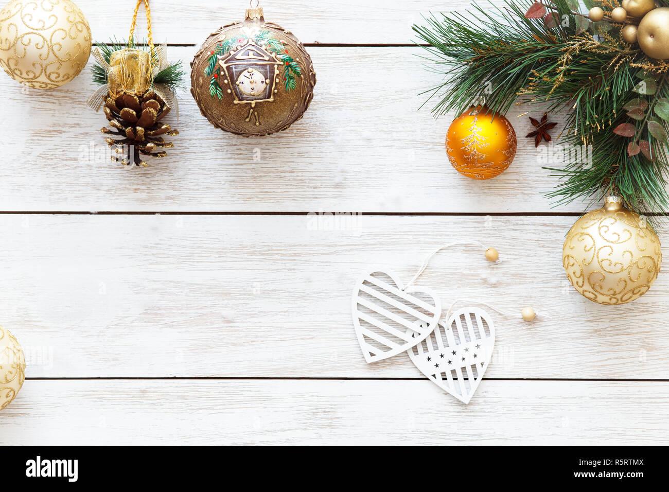 Winterurlaub Weihnachten 2019.Weihnachten Kugeln Und Herzen Auf Frohe Weihnachten Ein Glückliches