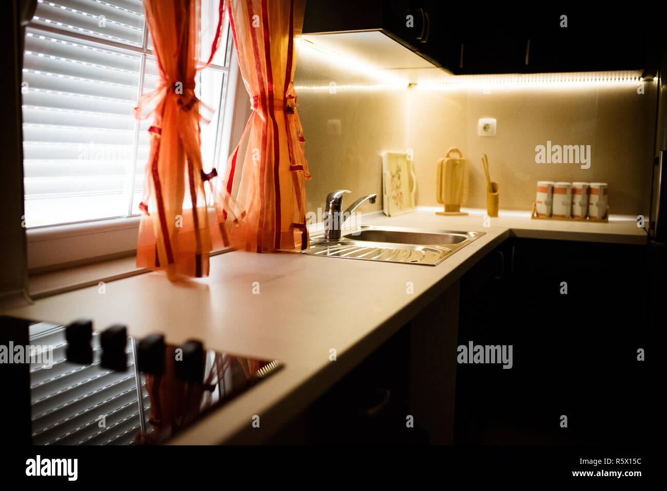 Moderne Küche Arbeitsplatte mit ledlights und moderne ...