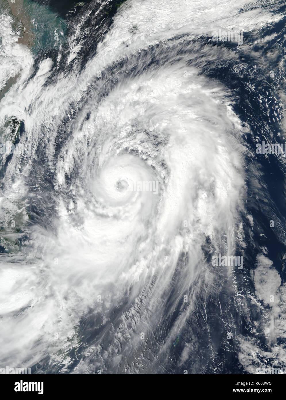 Typhoon Lan im westlichen Pazifik. Elemente dieses Bild von der NASA eingerichtet. Stockbild