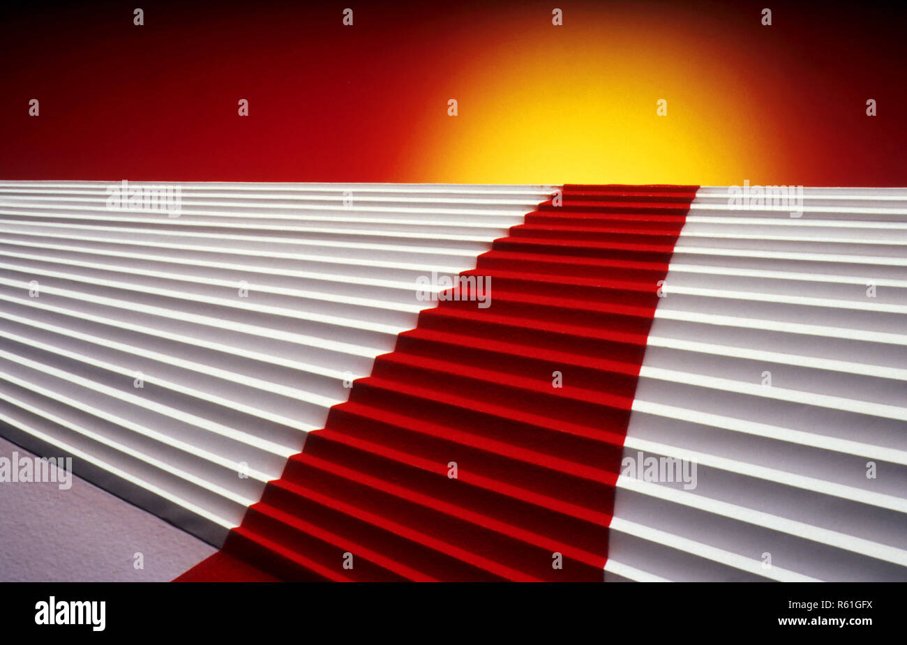 Roter Teppich auf Treppe Stockbild
