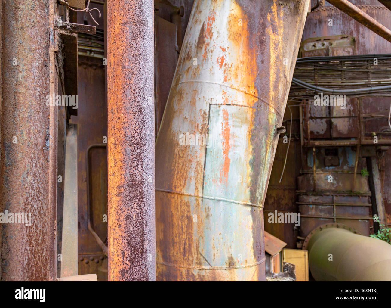 Verwittert und korrodierte Rundown industrielle Landschaft Stockbild