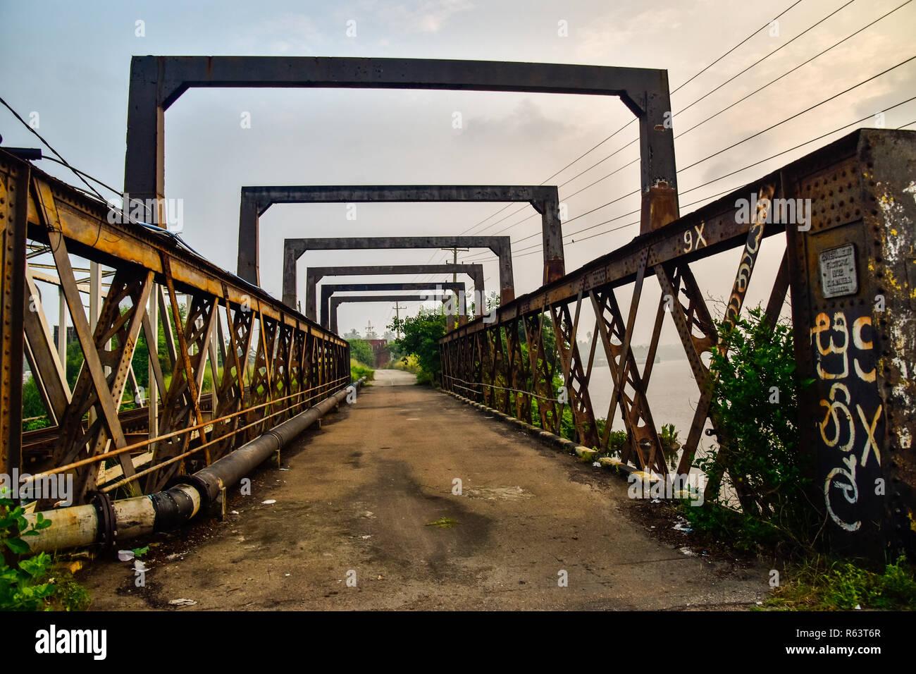 Alte Brücke aus Stahl in Bentota in Sri Lanka Stockbild