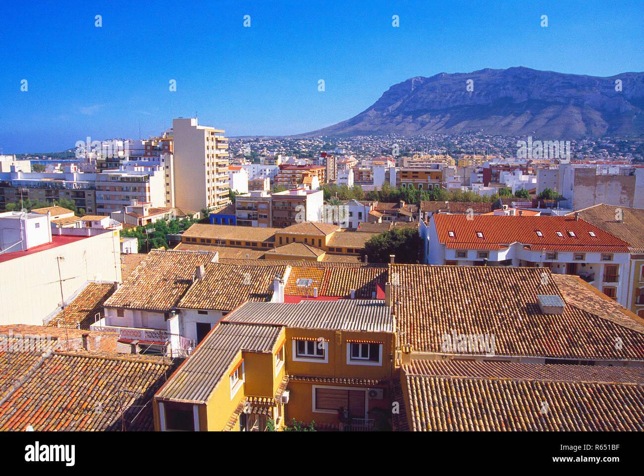 Überblick über die Stadt von der Burg. Denia, Alicante, Comunidad Valenciana, Spanien. Stockbild