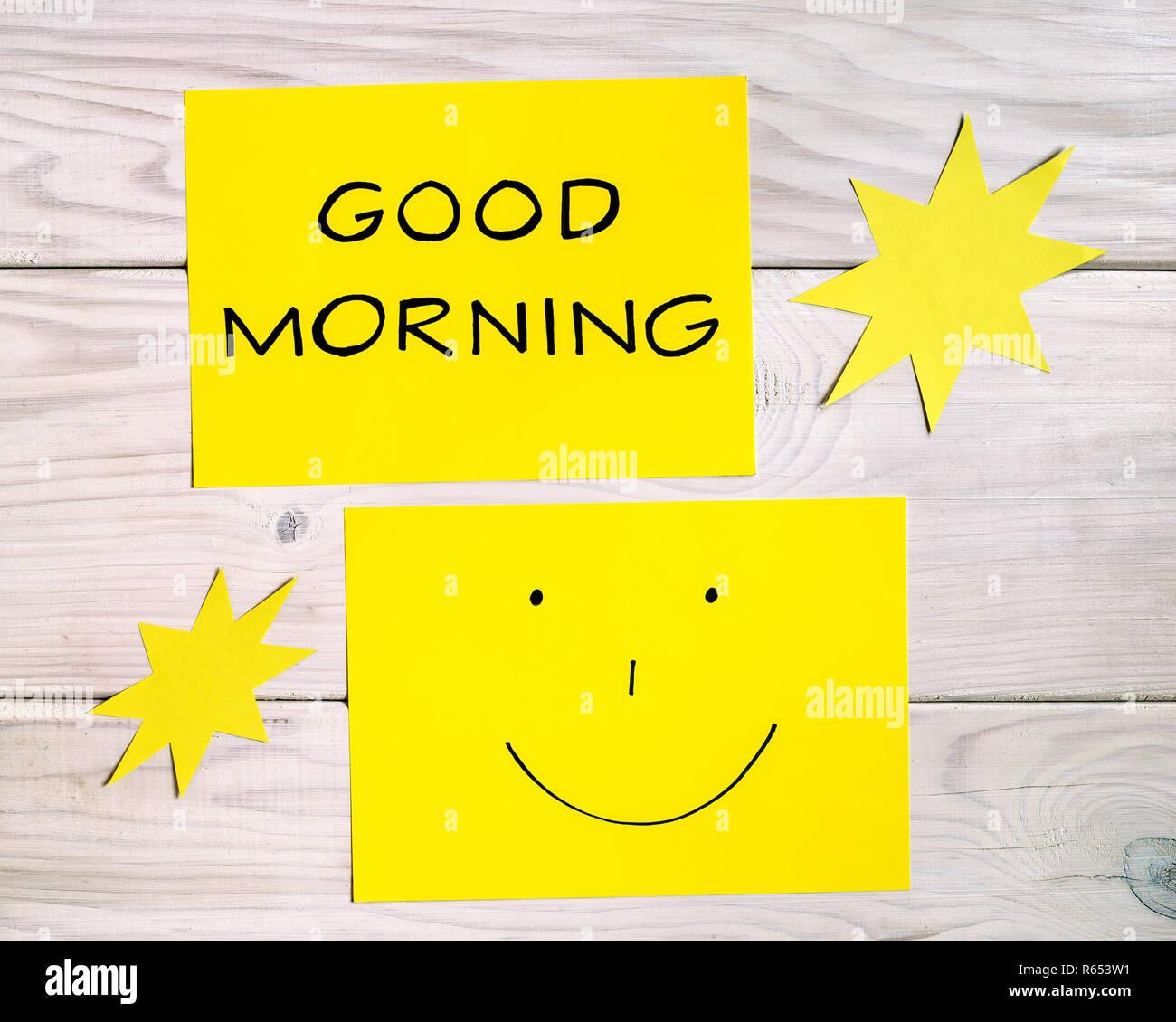 Text Guten Morgen Und Smiley Mit Sun Formen Auf Holztisch