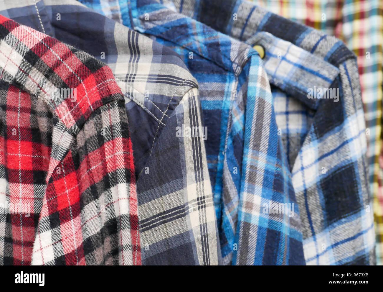 huge selection of 09ce8 f9b73 Herren Langarm karierte Baumwollhemden Stockfoto, Bild ...