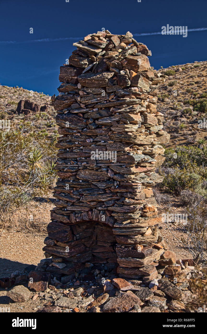 Kamin aus Stein auf Pferd Schleife in Joshua Tree National Park verloren Stockbild