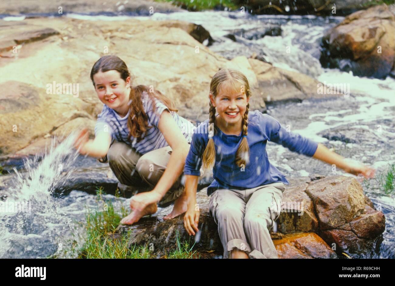 Portrait 2 Maedchen Mit Langen Zusammen Gebundenen Haaren