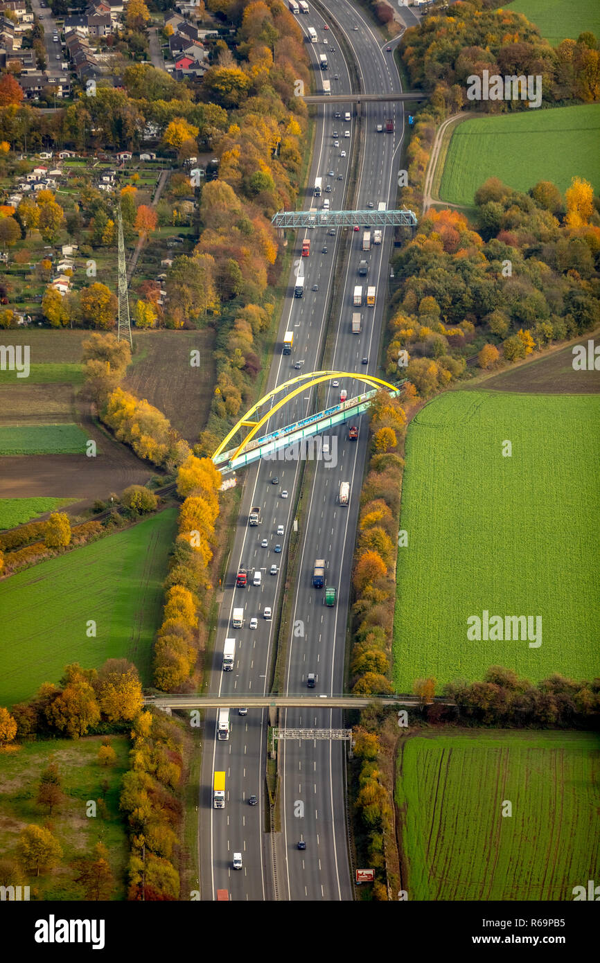 Luftaufnahme, Stahl Bogenbrücke, Eisenbahnbrücke und andere Brücken über der Autobahn A2, Butendorf, Gladbeck, Ruhrgebiet Stockfoto